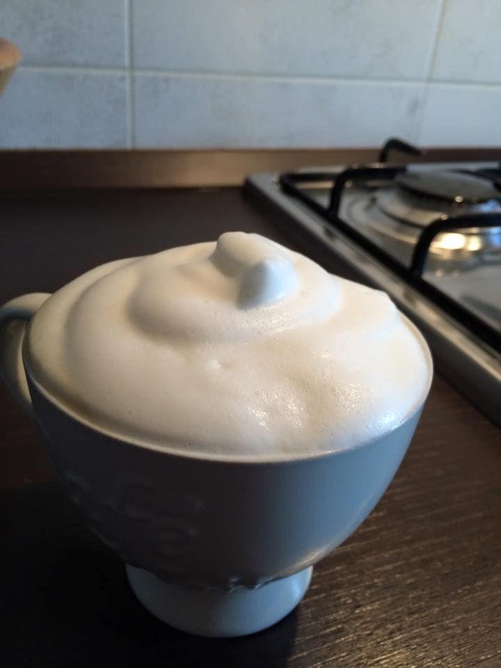 Cappuccino Bimby con latte scremato, anche con il latte scremato si può fare un cappuccino bello cremoso con la schiuma di latte soffice! Ecco come: ...