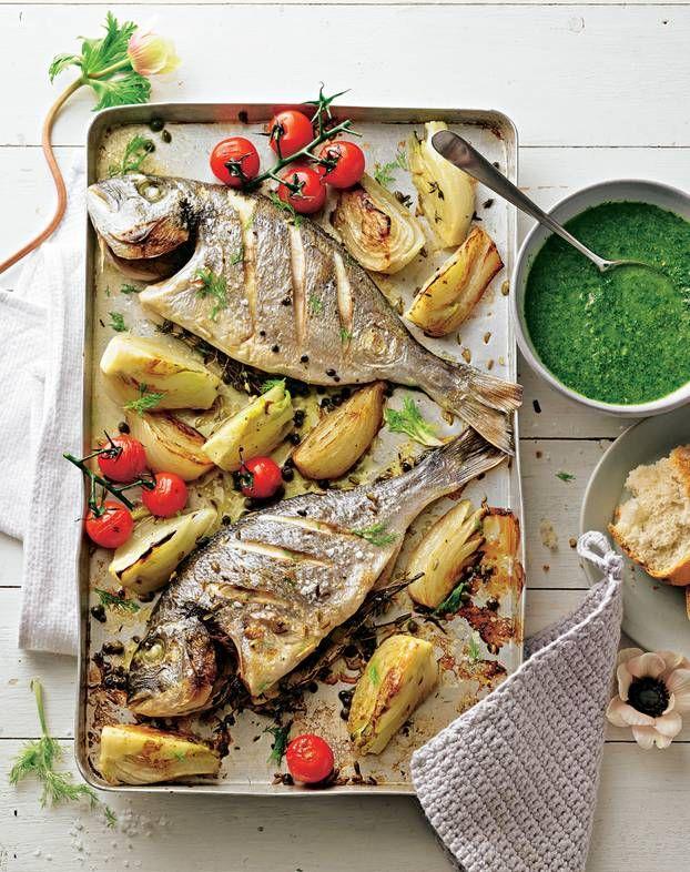 Die grüne Soße mit Basilikum, Estragon und Petersilie ist grandios zum Fisch und Gemüse aus dem Ofen. Und ein köstlicher Dip, sollte…