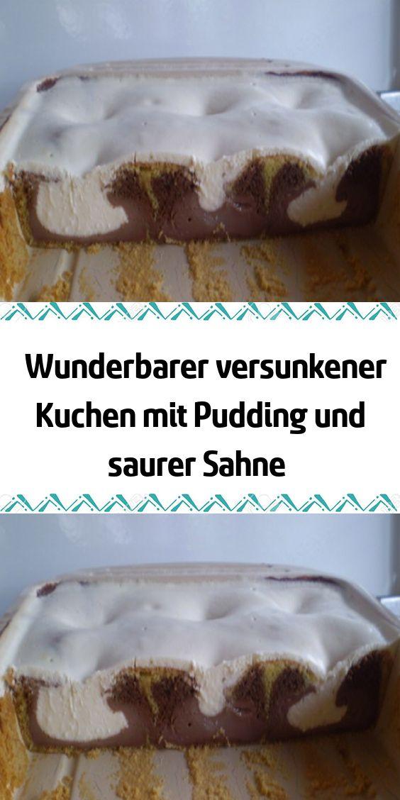 Wunderbarer versunkener Kuchen mit Pudding und saurer Sahne