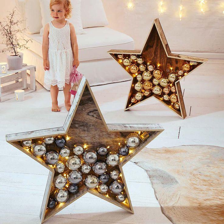 Moderne Leuchtsterne, verziert mit glänzenden Kugeln.  #Weihnachtsdeko #XMAS #Impressionenversand