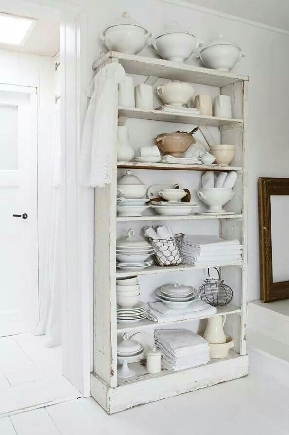 .Can you imagine filling an entire bookcase with ironstone? Awesome!