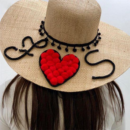 6a24e4476e8f0 Veja uma seleção de ideias de customização de chapéu de palha. A moda é  usar o chapéu de praia com seu nome personalizado nele. chapéu customizado  com ...