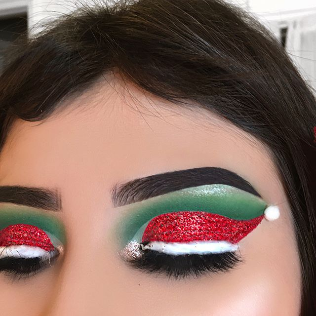 Thank you so much babes for all the love in my Christmas look! I appreciate you so much   ••••••••••  CHRISTMAS HAT ❤️  • d e t a i l s •  @anastasiabeverlyhills - dipbrow pomade medium brown  @coastalscents - 120 eyeshadows palette  @kikomilanousa - green single eyeshadow  @yslbeauty - touché eclat luminous vanilla concealer  @lasplashcosmetics - bloody mary Glitter & glue  @lauramercier - translucent setting powder