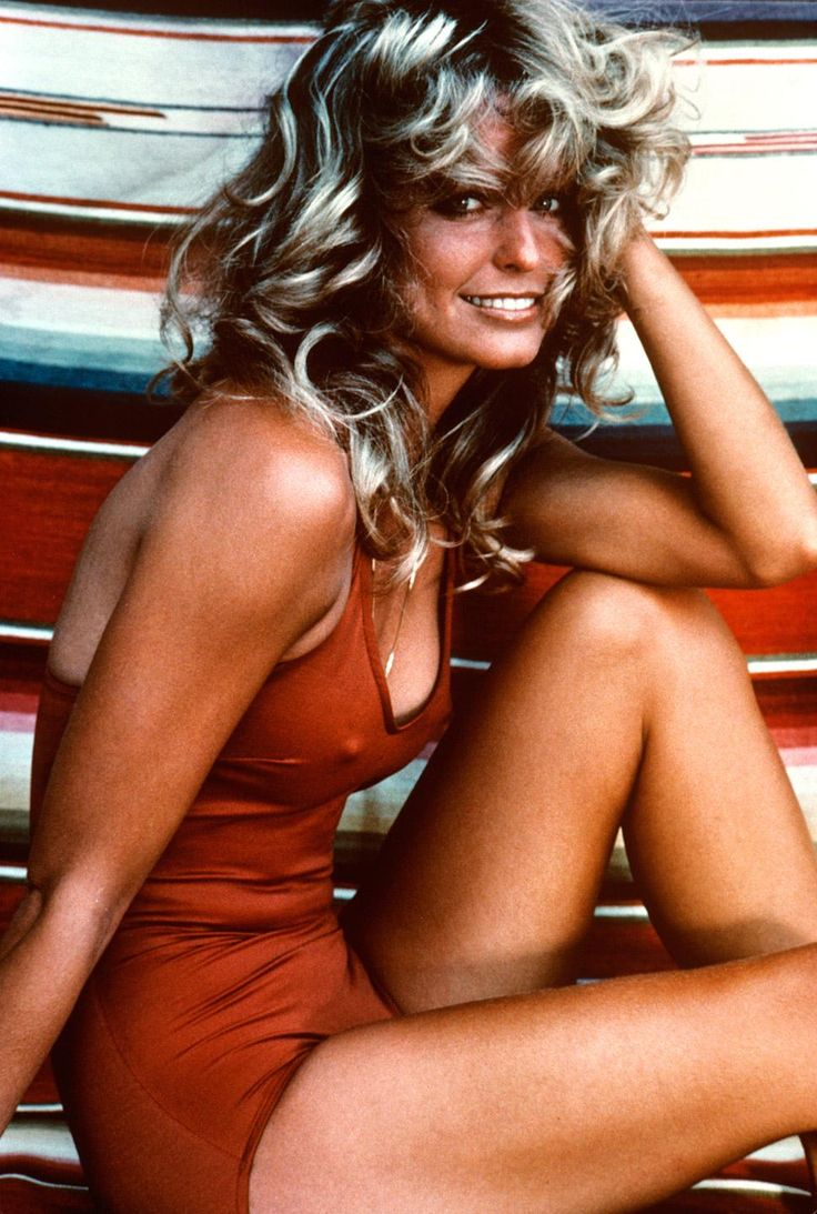 Farrah Fawcett (1976). Damn that red suit http://ift.tt/2vHHjVw