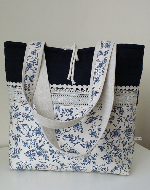 basket with blue flowers by SandraStJu, very pretty bag!!