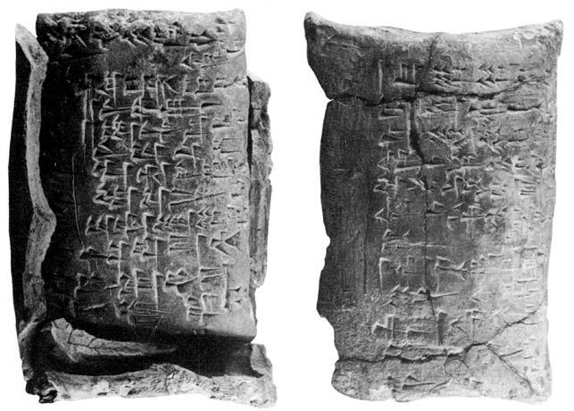 Tavoletta d'argilla a forma di «cuscinetto» recante un contratto in scrittura cuneiforme, inserita in una «guaina» o «busta», anch'essa in argilla. Larghezza cm 7, circa 1750 a.C., Torino, Museo Egizio.