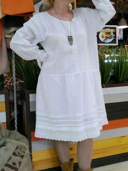 Купить или заказать Платье в стиле БОХО. Батистовое платье. Белое платье. в интернет-магазине на Ярмарке Мастеров. Беленькое батистовое платьеце, что может лучше передать ваше весеннее настроение? Тонкая, нежная, натуральная ткань. Отделка хлопковое кружево и батистовое шитье. Добавьте к платью аксессуары: бусы, браслеты, сапожки, слипоны, пояс или ремень (разных цветов и фактур) и ваш образ будет всегда новым. Белый цвет платья- как фон для вашего творчества. В линии груди 125 см. Длинна…