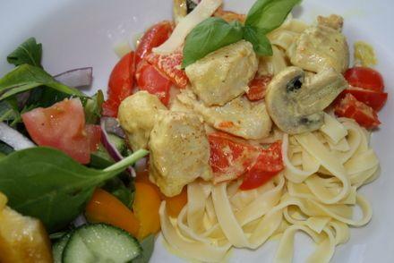 http://www.jennysmatblogg.nu/2010/01/06/kycklinggryta-med-curry-och-paprika/