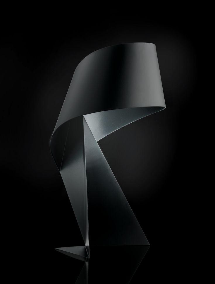 La lampe de table Ribbon est une création de Claire Norcross en exclusivité pour Habitat. Cette lampe sculpturale en acier noir a reçu le prix Elle décoration en ... Lampe Ribbon