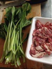 楽天が運営する楽天レシピ。ユーザーさんが投稿した「豚肉と小松菜のオイスター炒め♡」のレシピページです。焼くだけ簡単炒めもの♪中華屋さんで食べるみたいな豚小松菜炒め♡材料2つで味付けも簡単!!ごはんもビールも進みます(・∀・)。豚小間と小松菜のオイスター炒め。小松菜,豚こま肉,オイスターソース,塩コショウ