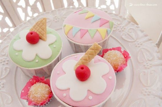 The cupcakes for this ice-cream party