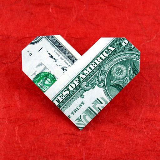Lovely Dollar Origami Heart - http://www.ikuzoorigami.com/lovely-dollar-origami-heart/