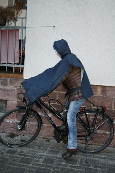 Greenland´s Poncho NP: 35 Euro  men´s size  dickes Venyl/Polyester- Material  verschweißte Nähte .......,Regenponcho Regencape Fahrrad Jacke Regenschutz,Regenmantel, blau in Karlsruhe - Karlsruhe