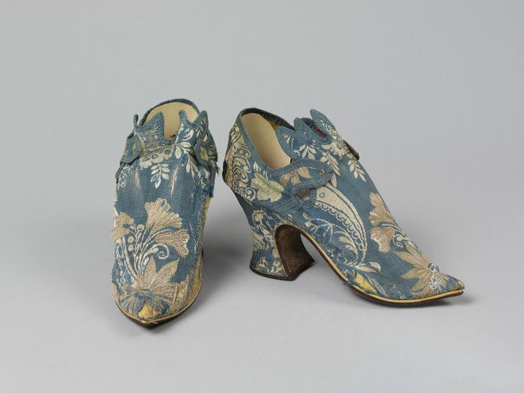 1730-1735, United Kingdom - Pair of shoes - Sillk brocade and leather