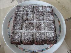 Pour les fans de chocolat, voici le brownie selon une recette Flexipan. Ingrédients : 40g de farine 150g de sucre en poudre 100g de cassonade 170g de beurre 10g de cacao amer en poudre 90g de chocolat noir 3 oeufs Mettre le chocolat dans le bol du thermomix...