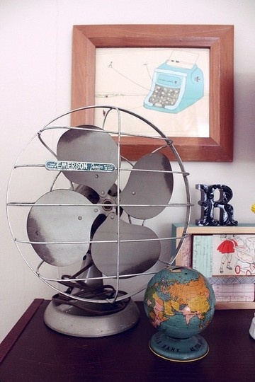 Man, now I have to get up early to go to yard sales to find a vintage fan. Thanks a lot apartment therapy.