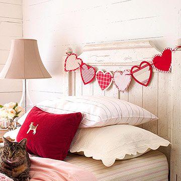 Valentine's day garland: Valentine'S Day, Decor Ideas, Crafts Ideas, Valentine Day Crafts, Heart Garlands, Headboards, Bedrooms, Valentine Decor, Banners