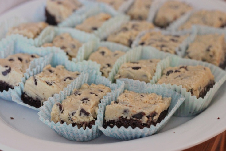 Yummy! Brownies with (egg-free) cookie dough!: Chocolate Chips, Cookie Brownies, Cookie Dough Brownies, Chocolate Chip Cookie, Cookiedough Brownies, Chocolate Cookie