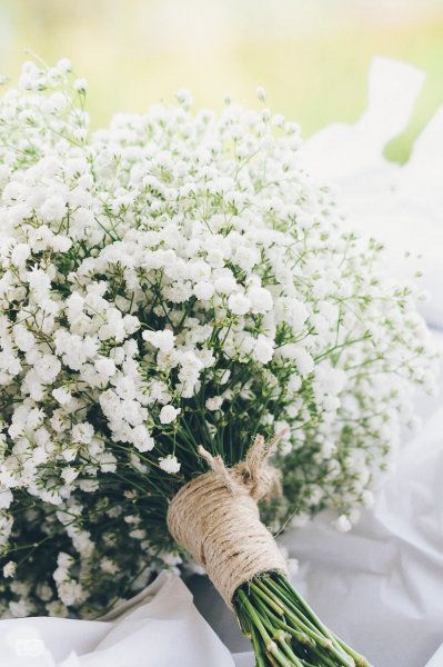 Baby's breath bouquet- simplistic and pretty how to add a little pink and peach hmmmmmmm