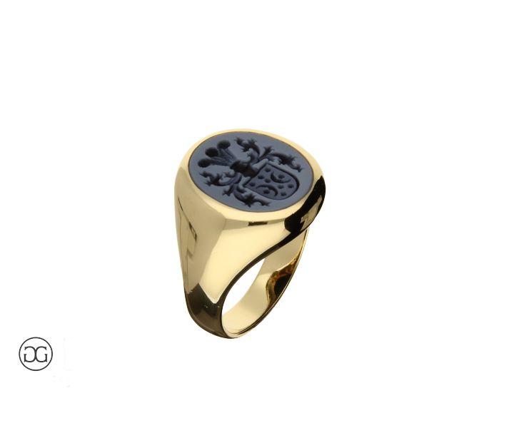 Siegelring Gelbgold 750 mit Lagen-Achat und Wappengravur zum siegeln