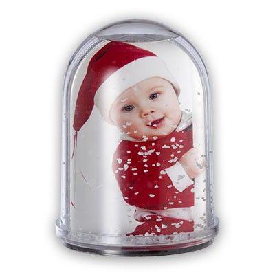 Ideas entrañables para Navidades especiales...Bola de nieve personalizada con la foto del bebé.