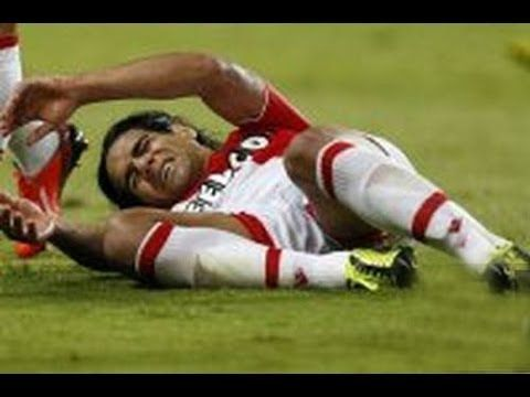 Radamel Falcao, a Colombian super star got a horrible knee injury that might keep him out from the World cup.
