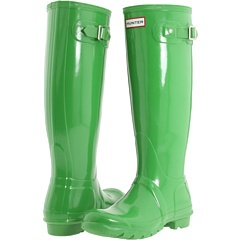 Now I think I need Hunter boots in this color...I love my Hunter boots and secretly wish for rain so that I can wear them all the time:)