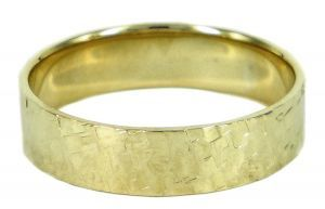 Spinless 6mm ring or wedding ring with square pattern in 9ct yellow gold - $1210