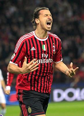 Avec le désir de revanche sur sa saison en demi-teinte en Espagne. Ibrahimovic retrouve l'Italie. Le milan AC l'accueille dans ses rangs pour le relancer.
