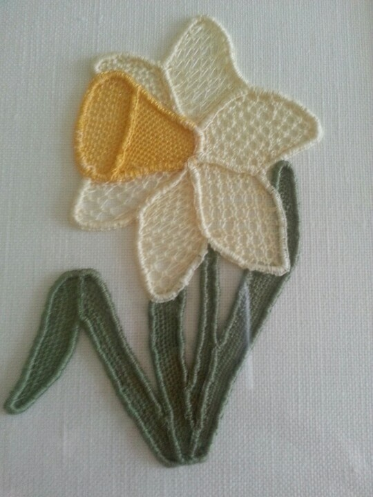 Needlelace Daffodil...would love to know how to do it in ribbon embroidery