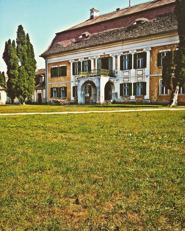 ,,Edenul din Transilvania '' -a fost numita odata aceasta mosie in still baroc ,construita la sfarsitul secolului al XVIII-lea de catre guvernatorul Brukenthal