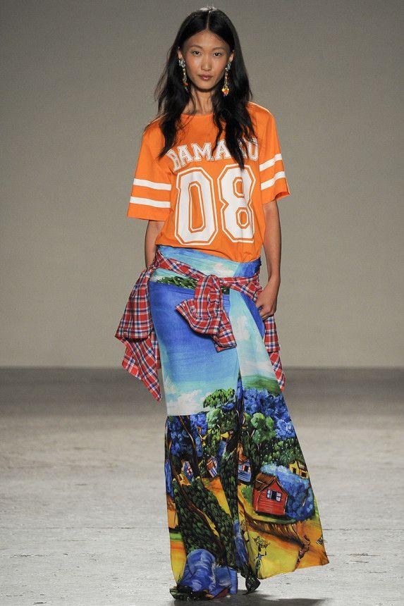 Stella Jean Spring 2015 RTW – Runway – Vogue. Tendencia chaquetas, camisas, atadas a la cintura, primavera-verano 2015. MFW. Milan Fashion Week.