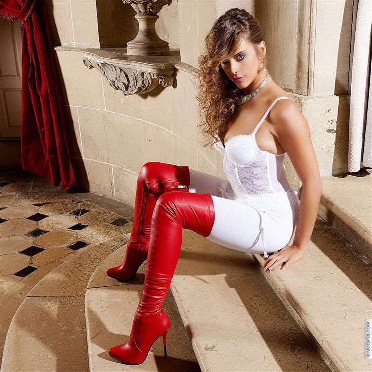 Hott babe in sexy boots