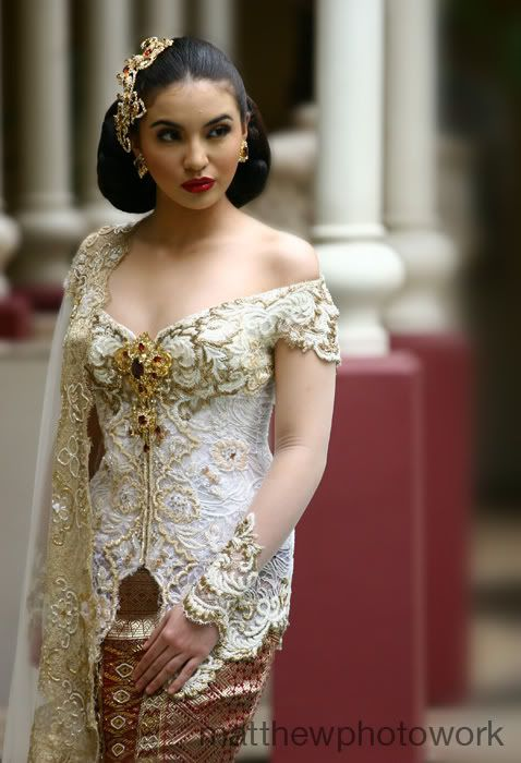 Modern Indonesian wedding kebaya