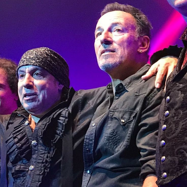 Bruce joins Stevie at the end of Stevie's concert in Red Bank NJ tonight 5/27/17