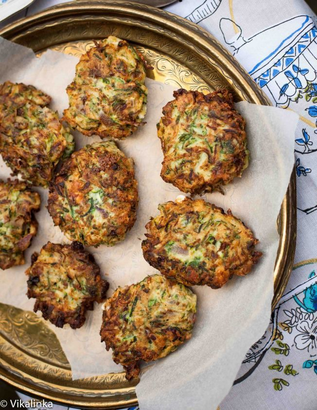 Why not swap the traditional potato #latkes for these zucchini fritters this Hanukkah! #Hanukkah  #thanksgivukkah #holiday