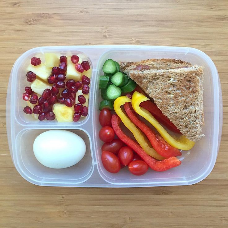 You know what this lunch isn't lacking?!?! COLOR! Kiddos will be munching on sunflower butter + no sugar added jelly on sprouted grain bread (Costco), yellow and red bell peppers, sliced mini cucumbers, grape tomatoes, organic hard boiled egg, and a medley of pineapple chunks and pomegranate arils. Have a bright Friday!!