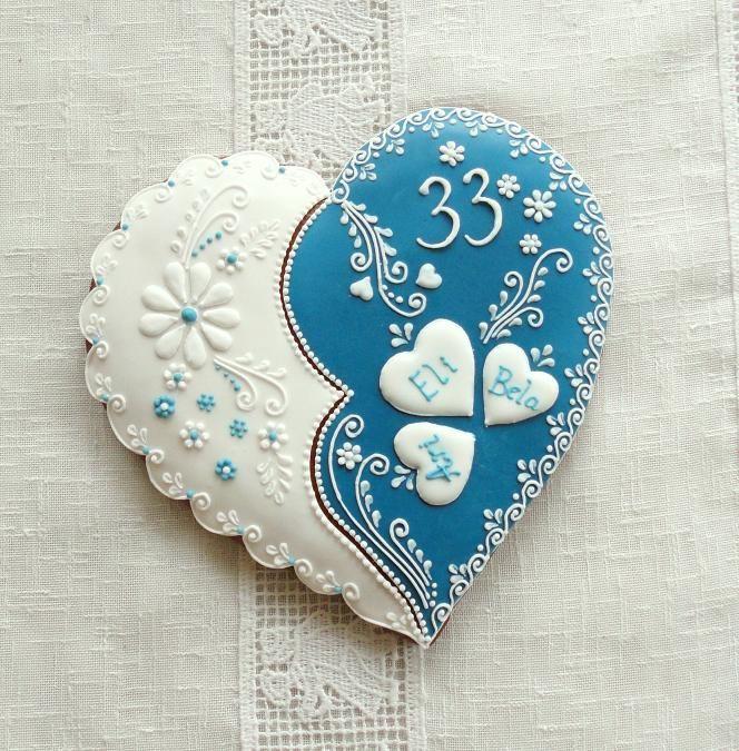 Srdce k narozeninám Glazovaný perníček ručně zdobený bílkovou polevou. Cena je za 1 ks ve velikosti 20 cm,balený do celofánu a převázaný stuhou. Tento výrobek je pouze dekorační