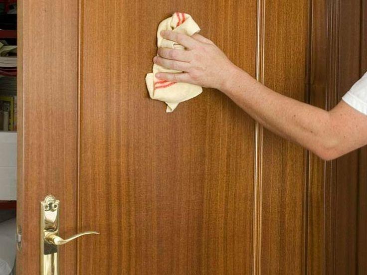 Nosotros mismos podemos reparar los pequeños desperfectos de las puertas que surgen por el uso. ¿Cómo?