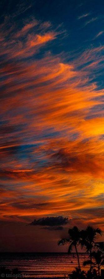 Waikiki Beach sunset in Honolulu, Hawaii • photo: thomas o'brien on Flickr