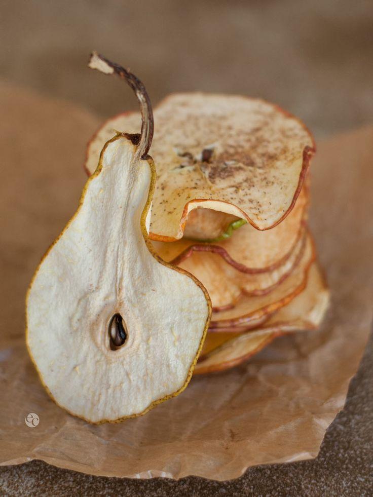 Hacer chips de manzana y perason una opción excelente para tener un snack saludable a mano. Esta versión tiene un toque cítrico y canela que les da un gustito muy rico. Recuerda que siempre los invitamos a usar el hashtag #cocinardecero para compartir foto de platos que hayas preparado tú mismo, el objetivo es motivar …