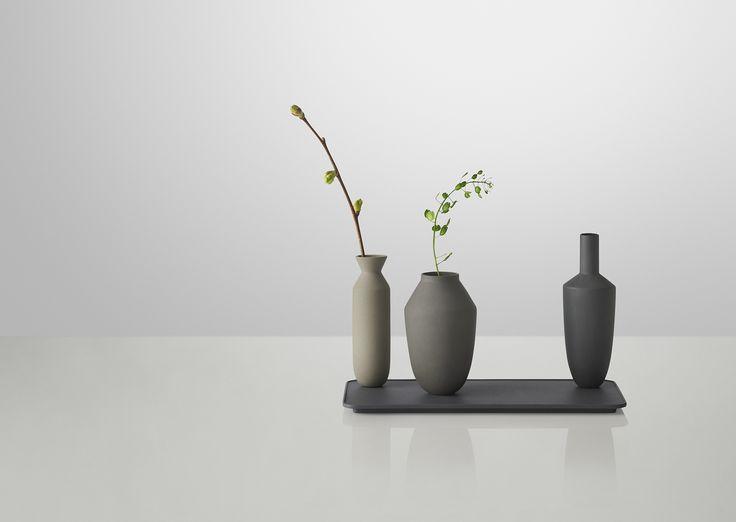 Muuto's Balance 3vase set - magnet holding the vases balanced