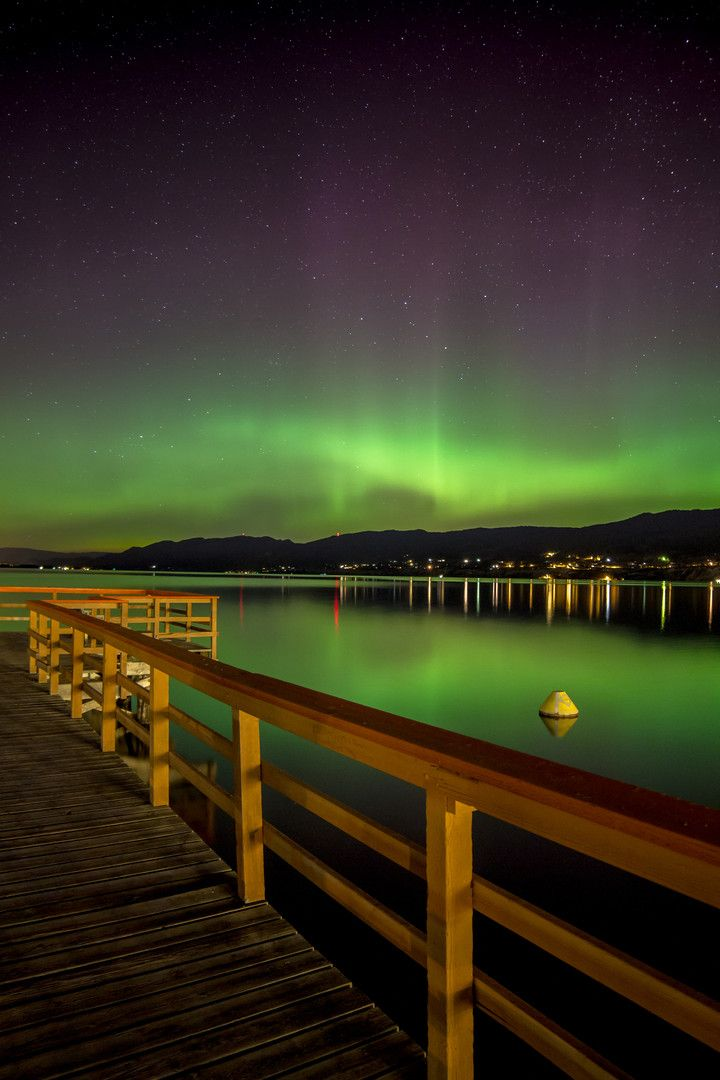 Northern lights reflecting on Okanagan Lake near Penticton, BC #Osoyoos