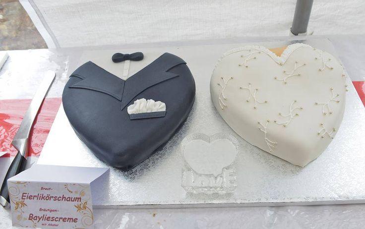 Braut und Bräutigam Kuchen mit Fondant Überzug von Tortenwelt Viersen