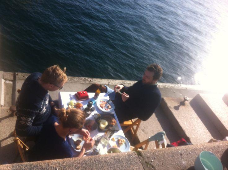 Copenhagen harbor, early spring 2014.  Treretters menu over gasblus af Jens Emil