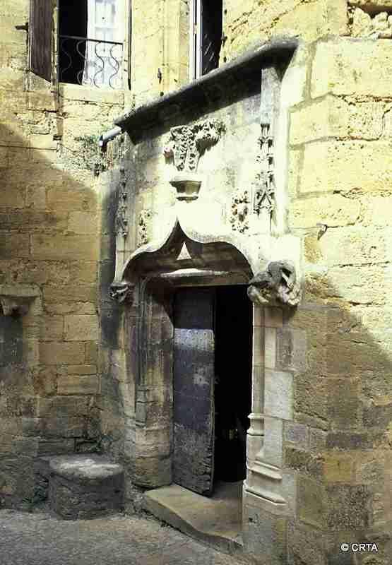 Sarlat, porte ancienne, dans le Périgord noir (Dordogne).