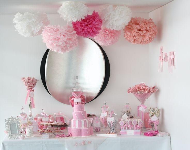 gateau-anniversaire-thematique-bébé-fille-pompons-sucettes-biscuits