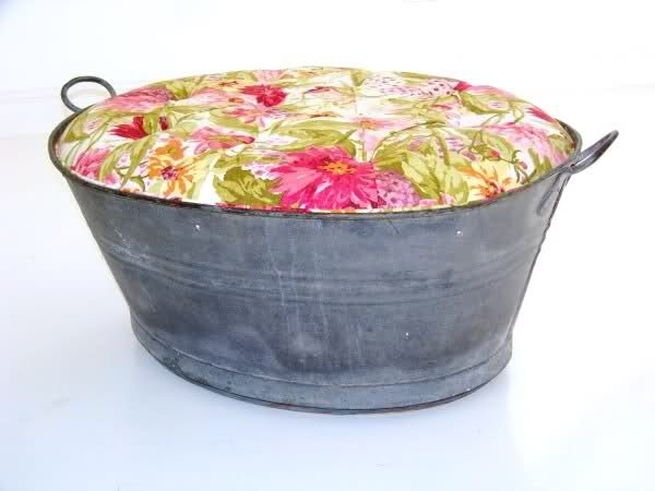 See Me Everywhere: Recycled furniture - Recreate: Ottoman Tub, Diy Furniture, Bucket Ottoman, Upholstered Ottoman, Ottomans, Craft Ideas