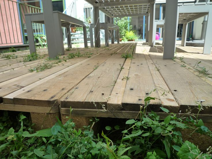 Simple pallet deck plans deck patio ideas pinterest for Simple platform deck plans