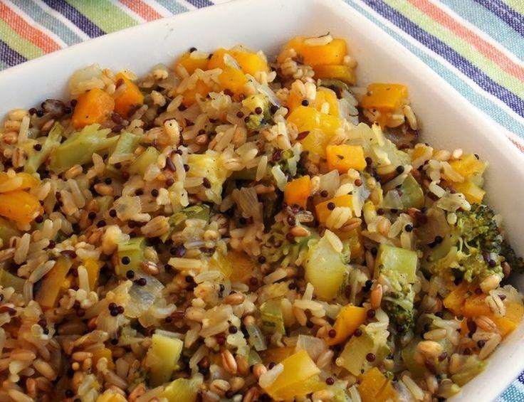 Ingredientes 2 colheres (sopa) de azeite de oliva 1 cebola picada 1 dente de alho picado 1/2 xícara de abóbora em cubos pequenos 1/2 abobrinha em cubos pequenos 1/2 pimentão amarelo em cubos pequenos